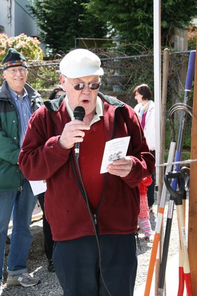 Neighbor Alvin Hendricks sings the Opening